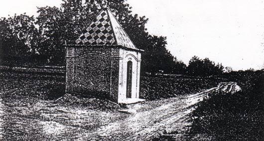 En aquest imatge de volts de 1950 mostra la capella del Mujal original.